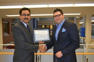 Dr. Lakshmikumar Venkat Raghavan (left) receives the 2015 Innovation Fund Award in the category TECHNOLOGICAL INNOVATIONS from Dr. Paul Tenenbein, Chair, MSH UHN AMO Innovation Fund Sub-Committee.