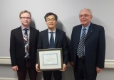 From left to right:  Dr. Daniel Bainbridge (Chair of the AMOSO Innovation Fund Sub-Committee), Dr. Richard Kim & Dr. John Sangster (Chair of the AMOSO Governing Committee)